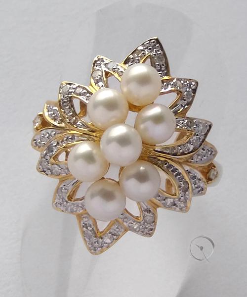 14ct Gelbgoldring mit 7 Zuchtperlen und 26 Diamanten